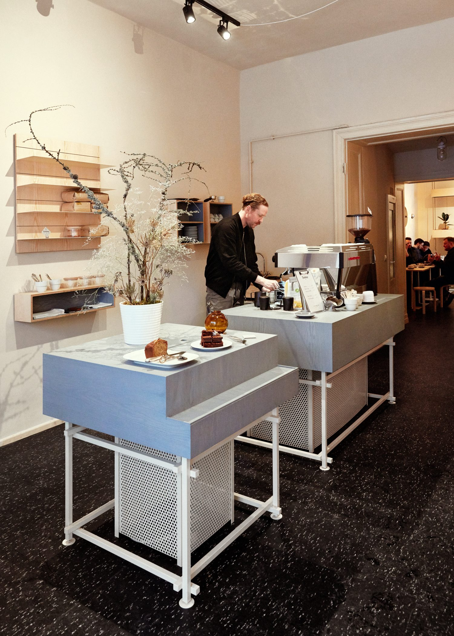 modiste furniture – fenster coffee berlin